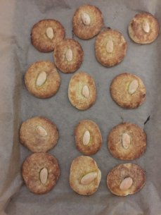 Poppy Sweetpea's whole almond Jew cakes, sprinkled in cinnamon and sugar (OK, not really cakes...)